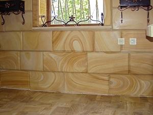 Фасады (фасадные системы) из натурального камня Kings'Stone. - Цокольна плитка з кварцитів-пісковика відрізняється від будь-якої іншої аналогічної плитки особливим малюнком. Фасади Обліцованіє такою плиткою просто неможливо повторити