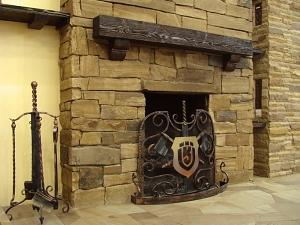 Фасады (фасадные системы) из натурального камня Kings'Stone. - Кам'яний камін завжди користувалися особливою популярністю. Такий камін може бути головним декоративним елементів Вашої гостинний, а головне, поверне Вас до витоків світового архітетурного дизайну