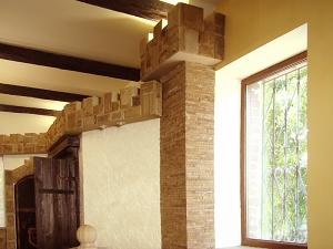 Фасады (фасадные системы) из натурального камня Kings'Stone. - Якщо у вашому інтер'єрі присутні коллони або будь-які інші виступаючі поверхні стіни, щоб вони радували Ваше око рекомендуємо їх оформити плиткою з природного каменю