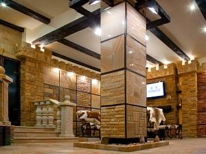 Фасады (фасадные системы) из натурального камня Kings'Stone. - Вся продукція ТМ Камінь Камелот ділитися на колекції, залежно від видів застосування і текстури поверхні. Самим екслюзивної і вельми популярною є колекція полірованих плиток для оформлення інтер'єру