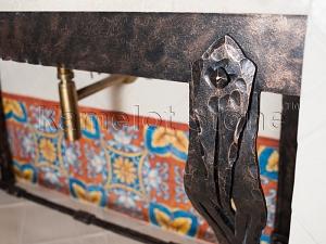 Фасады (фасадные системы) из натурального камня Kings'Stone. - Художественная ковка в интерьере. Кованые ножки под раковину.