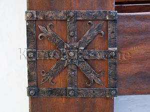 Фасады (фасадные системы) из натурального камня Kings'Stone. - Художественная ковка в экстерьере. Кованые элементы декора на балках.