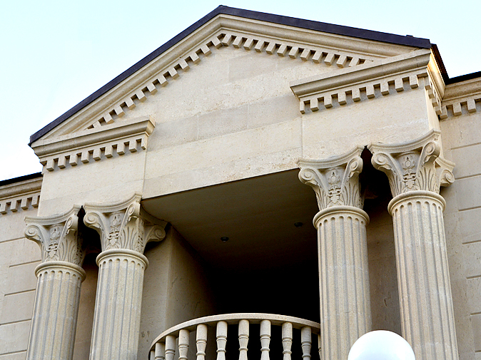 Columns and pilasters made of stone